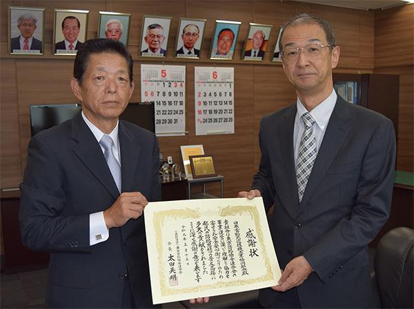 左から都防連瓜坂専務理事、日電協原田専務理事