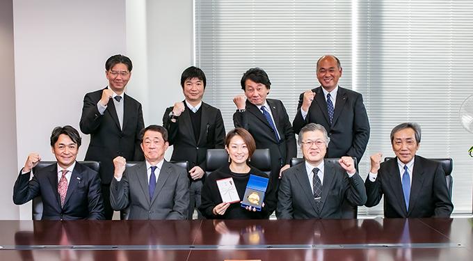 令和元年12月4日 世界パラ陸上金メダルの中西麻耶さんが日電協に来組